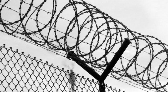 Заключенные избили надзирателя в Алматинской области