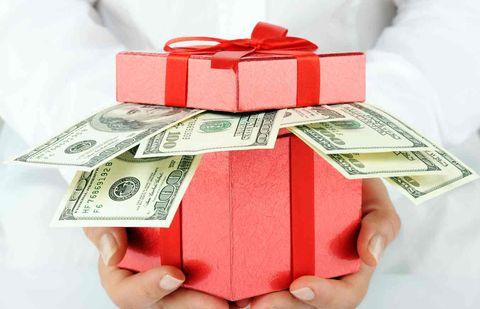 Казахстанцы должны будут декларировать свадебные подарки