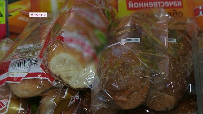 Алматы дүкендеріндегі сэндвич пен бургерден ішек таяқшалары анықталды