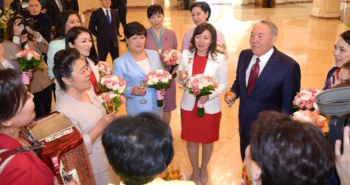 Мир держится на ласке матерей – Назарбаев