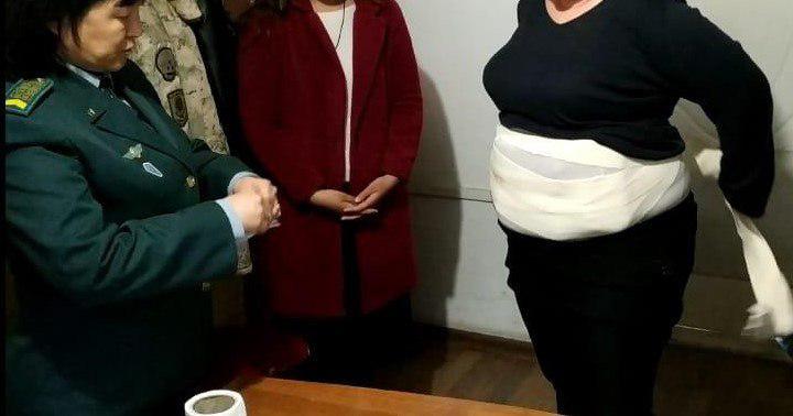 За попытку пронести 4 кг наркотиков на границе с Кыргызстаном задержали женщину-инвалида
