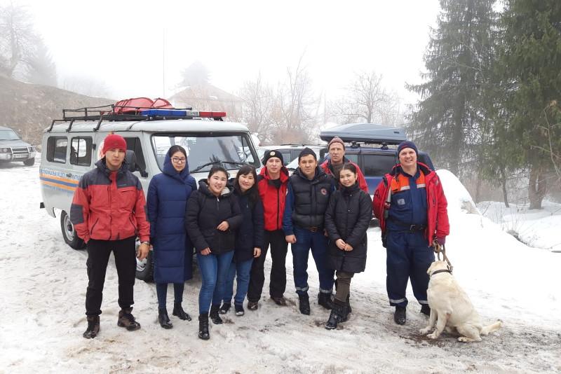 Четырех студенток искали спасатели в горах Алматы