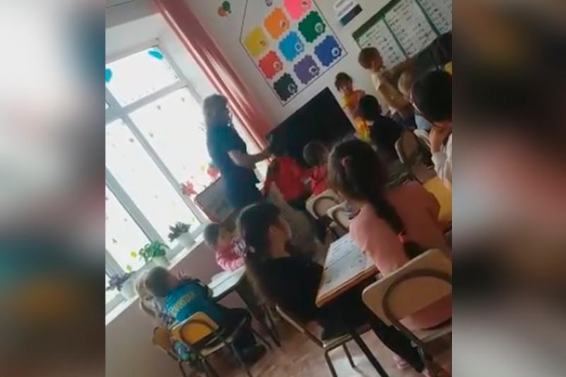 Воспитательнице, ударившей девочку во время урока, вынесли приговор в Актобе