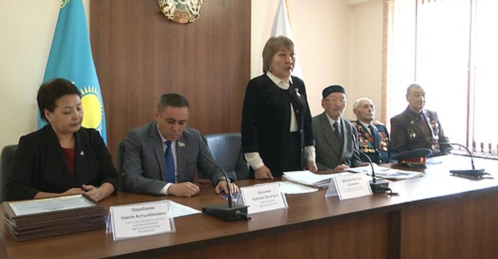 Пенсионерам и ветеранам Ауэзовского района рассказали о социальной программе президента