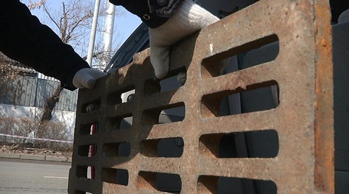 1,5 тысячи арычных крышек украли в Алматы за 2 года. Эксперимент редакции