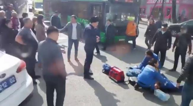 Пассажирский автобус сбил 16-летнюю девушку в Алматы