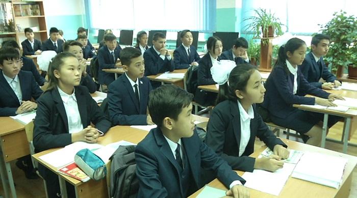 Школьникам Казахстана запретят проносить колюще-режущие предметы в учебное заведение
