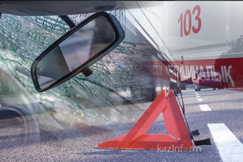 В карету скорой помощи въехал Mercedes в Алматы