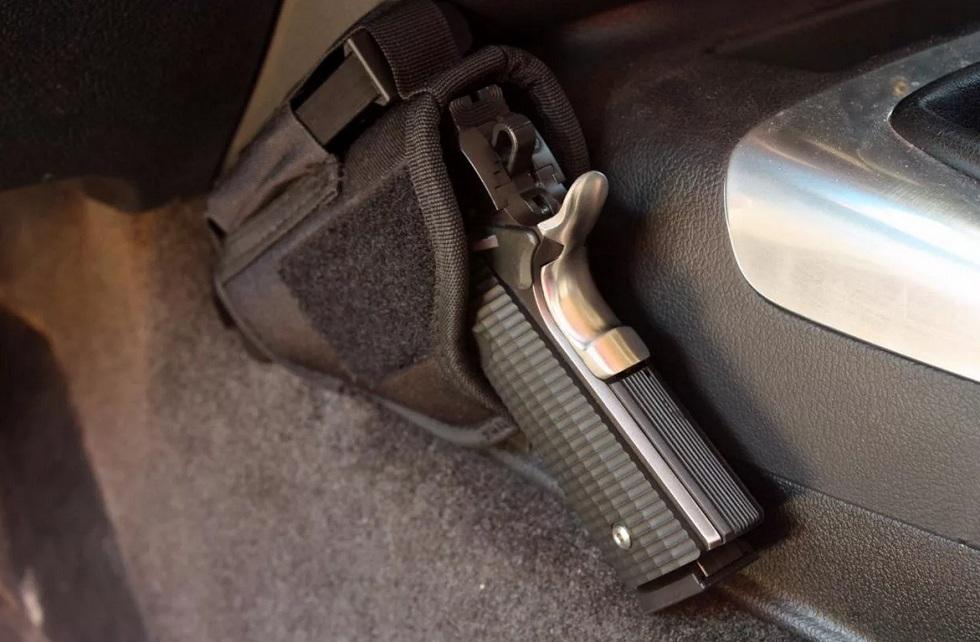 Нарушителя ПДД с травматическим пистолетом задержали в Алматы