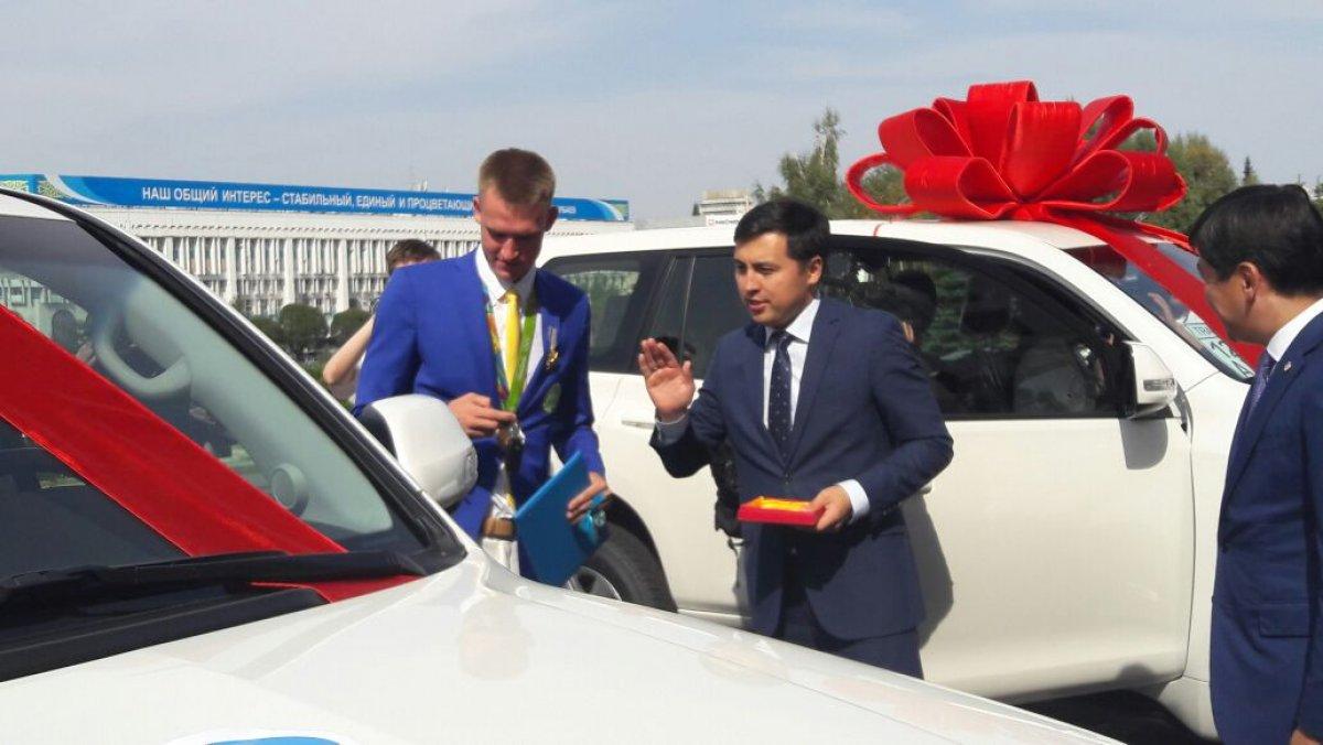 Личность укравшего зеркала с авто чемпиона Баландина установлена - полиция Алматы