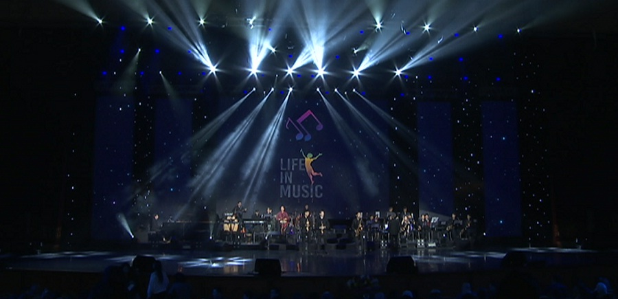 Қатерлі ісікке шалдыққан балаларға көмектесу үшін тәжік әншілері Алматыда концерт өткізді