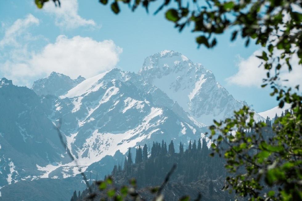 В горах Алматы потерялись сноубордисты из России