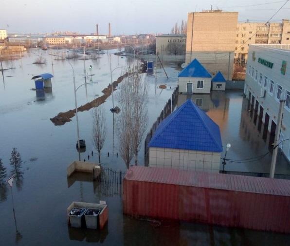 В Кокшетау пришли паводки - топит дома и улицы