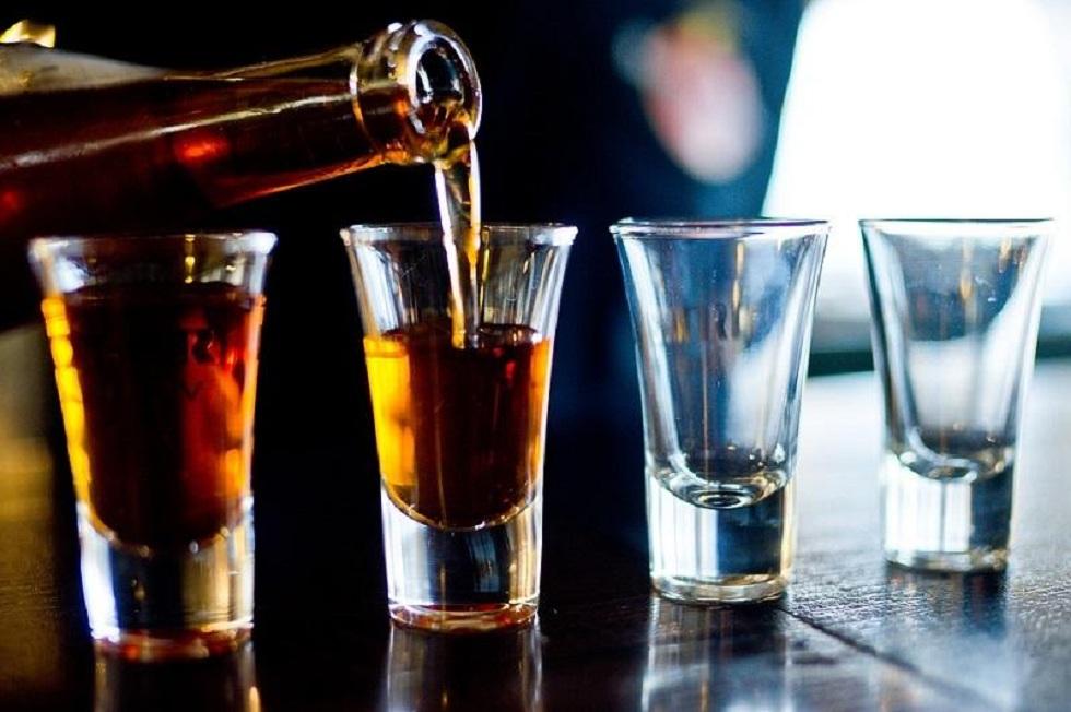 Продажу алкоголя в столичных кафе и ресторанах предложили ограничить