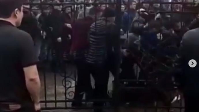 """«Подрались из-за долга»: полиция Алматы прокомментировала массовую драку на рынке """"Ужет"""""""