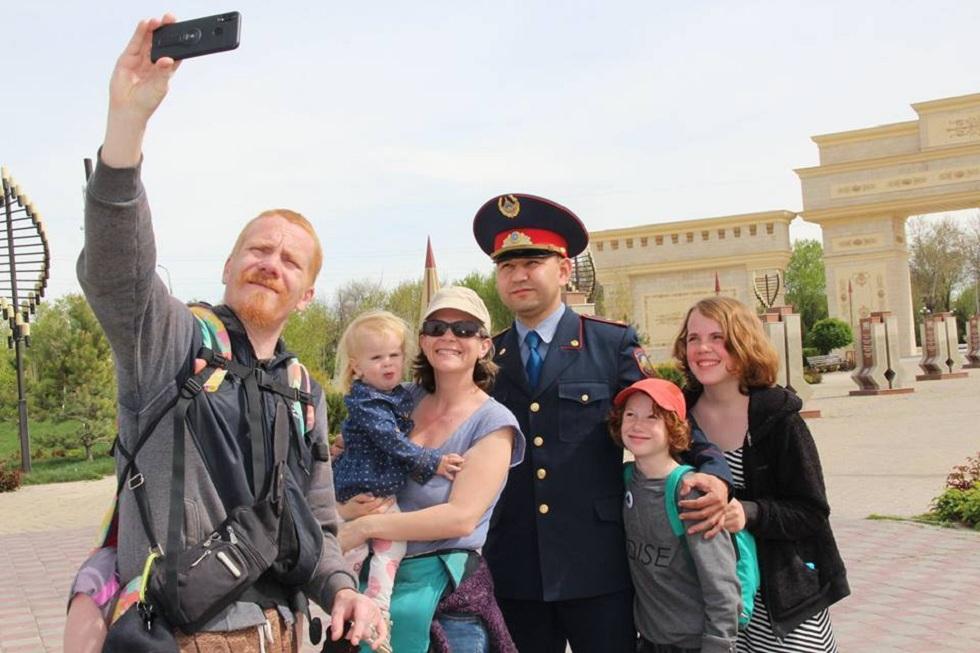 Гидом для туристов из Франции стал полицейский Шымкента