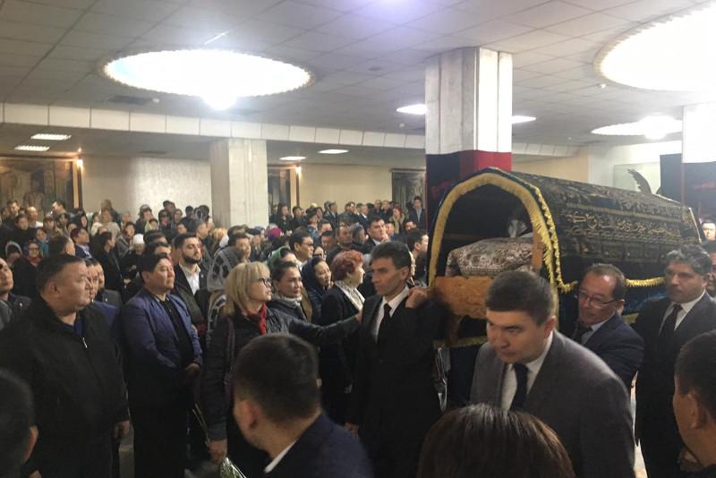 В Алматы простились с Кажымканом Масимовым
