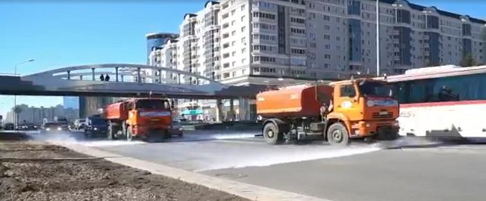 Дороги в Нур-Султане стали мыть шампунем