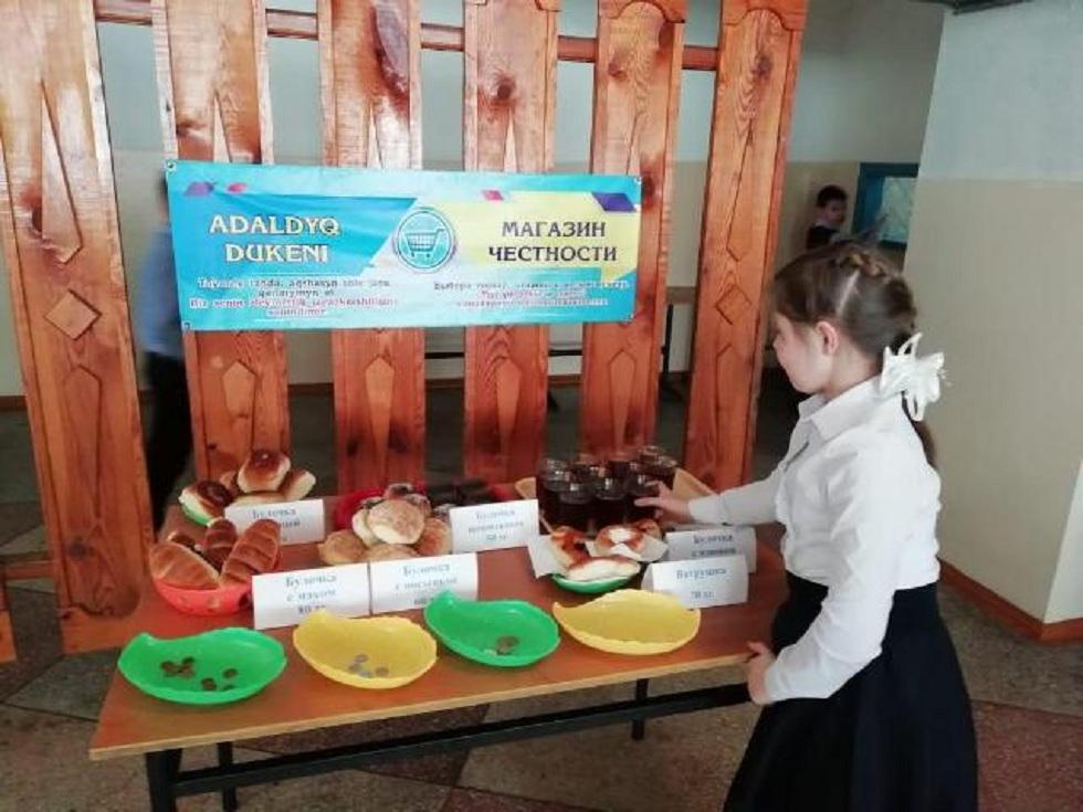 В школах Павлодарской области открылись магазины честности