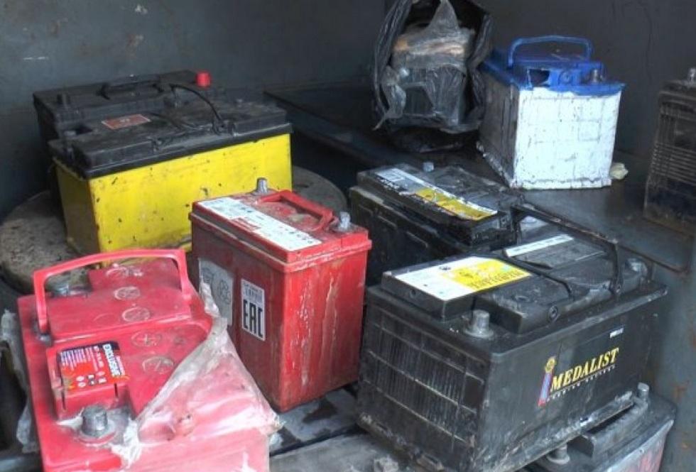 Полицейские в торговых домах Алматы искали ворованные аккумуляторы