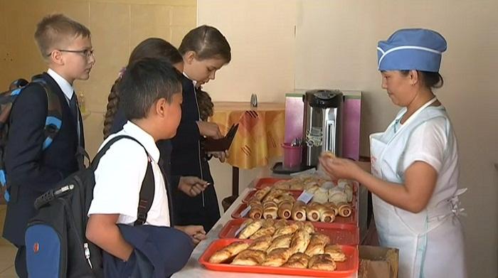 Сладкую газировку, майонез и бургеры исключают из меню школьных столовых