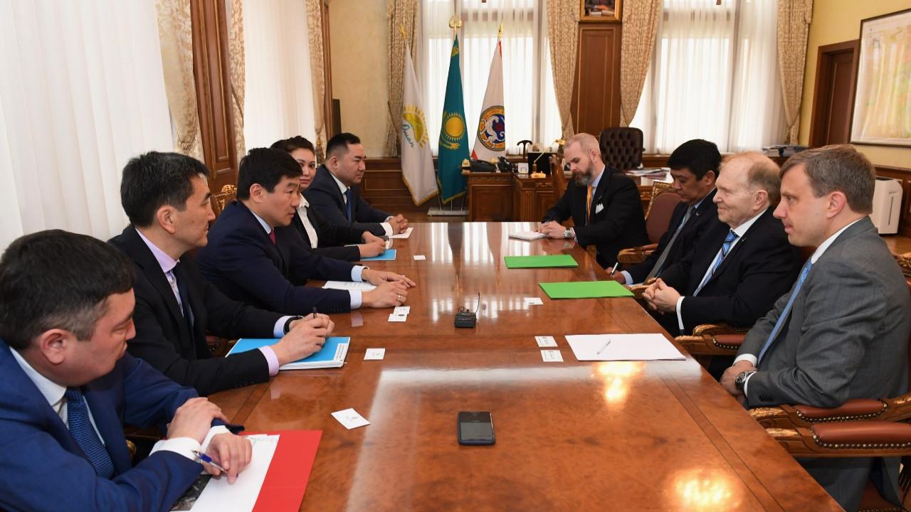 Бауыржан Байбек встретился с послом США в РК Уильямом Мозером