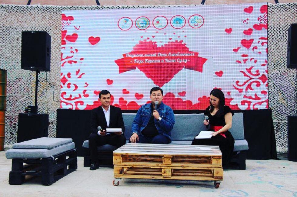 Романтическую кино-ночь устроили в честь Национального Дня влюбленных в Алматы