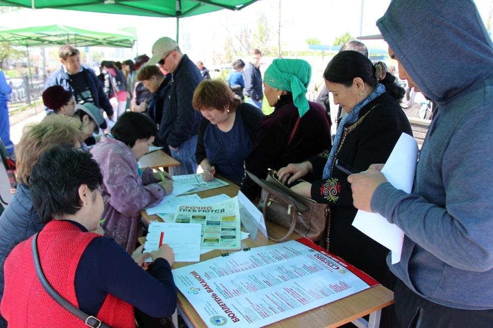 """Трудоустроить молодежь помогают """"Мобильные центры занятости"""" в Алматы"""
