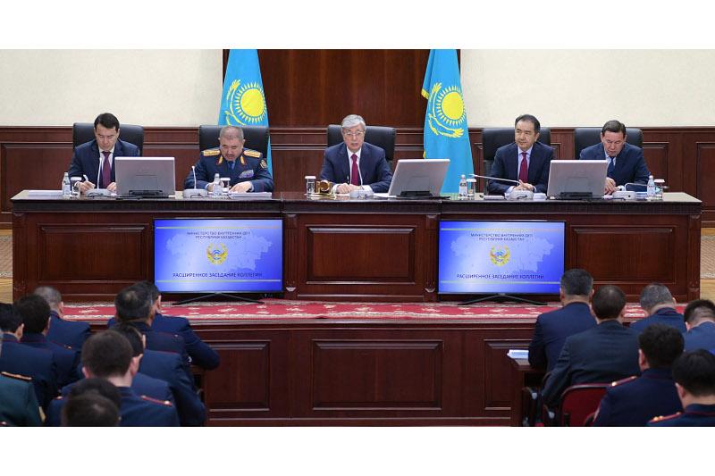 «Порой не дозвониться», - президент Казахстана о службе «102»