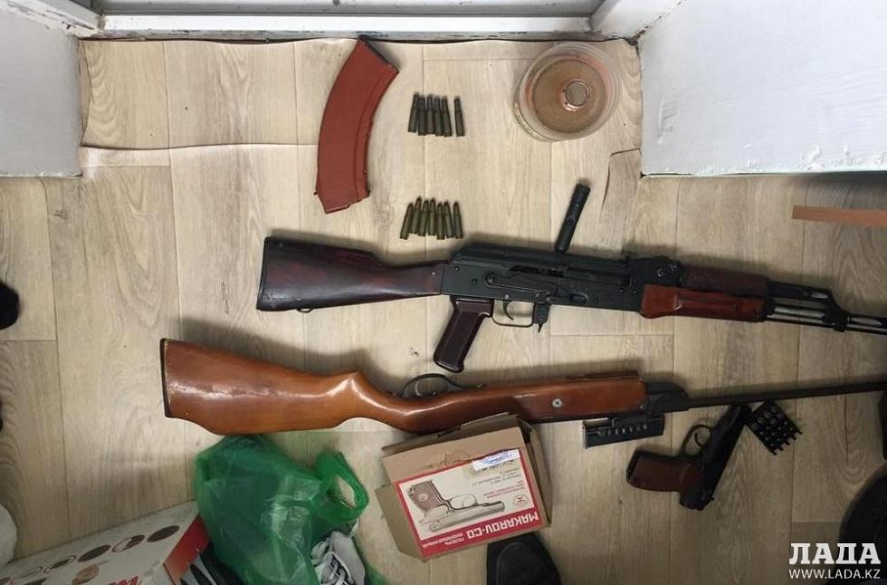 Дострелялся: полиция изъяла у жителя Актау автомат и пистолет с винтовкой