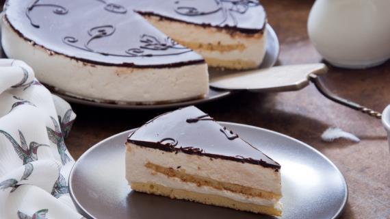 Еще несколько человек отравились тортами популярной кондитерской в Нур-Султане