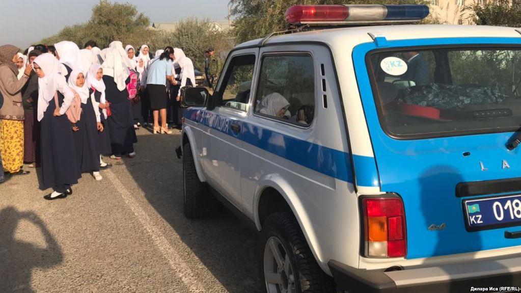Түркістан облысында хиджаб дауынан кейін 7 оқушы 3 ай бойы мектепке келмеген