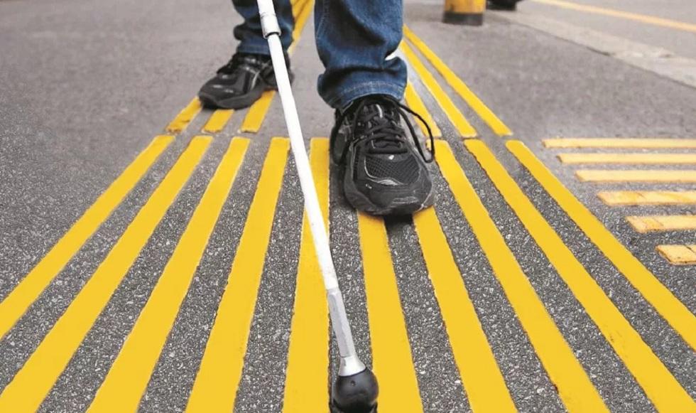 Инвалиды по зрению жалуются на недоступность общественного транспорта в Алматы