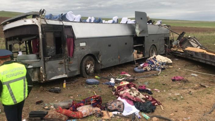 11 погибших и 29 раненых: пассажирский автобус перевернулся в Кордае