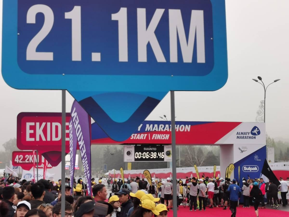 В Алматы в восьмой раз стартовал традиционный марафон
