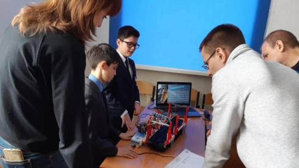 Школьники Темиртау придумали робота-экскурсовода