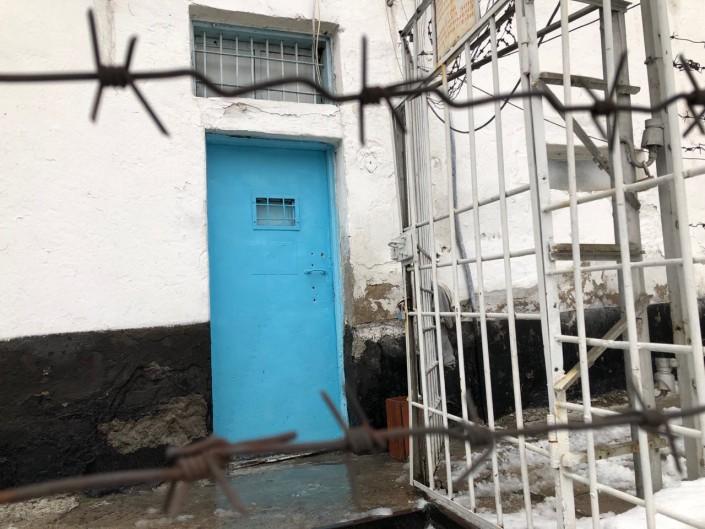 Истязательницу детей из Жетысая отпустили из СИЗО под домашний арест