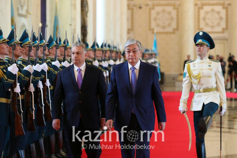 Касым-Жомарт Токаев встречает премьер-министра Венгрии