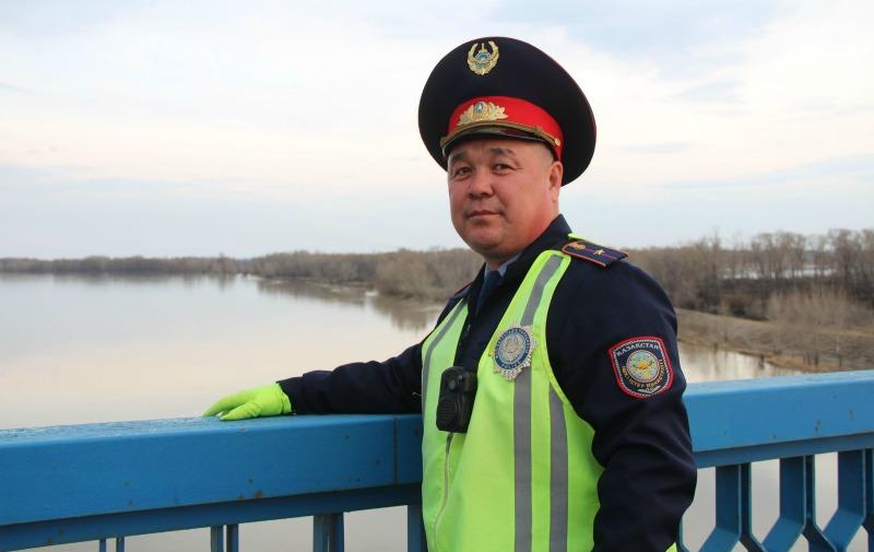 Павлодарский полицейский спас от суицида мать троих детей