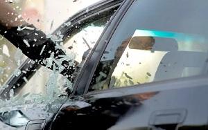 Муж довел: жительница Костаная разбила со злости автомобиль (видео)