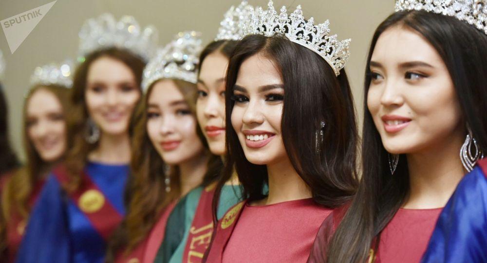 Первую красавицу Казахстана выберут путем онлайн-голосования