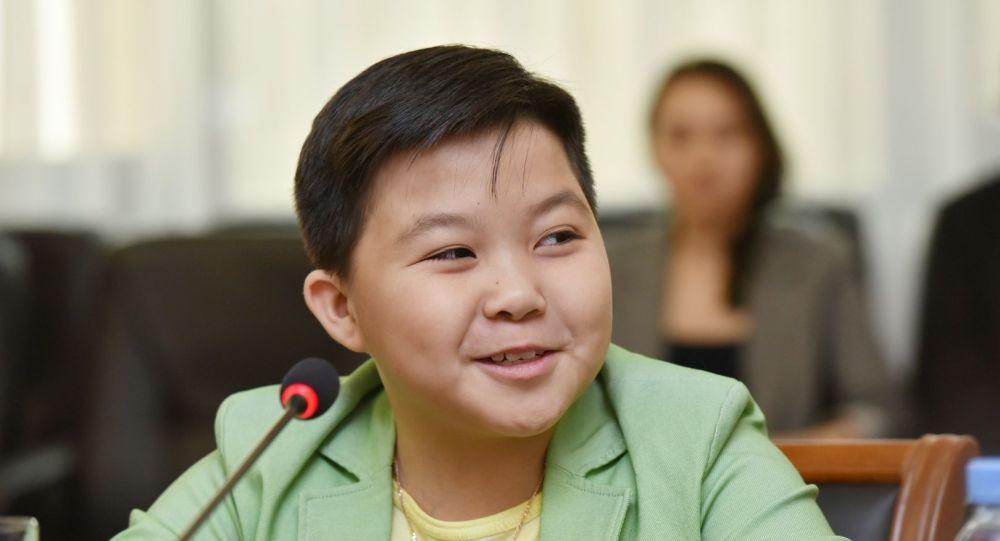 Ержан Максимнің әкесі: Ұлым 6 жасынан бастап тойда ән айтты, енді тойға шықпайтын шығар