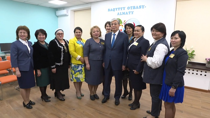 "Касым-Жомарт Токаев посетил Дом матери ""Бақытты отбасы"" в Алматы"