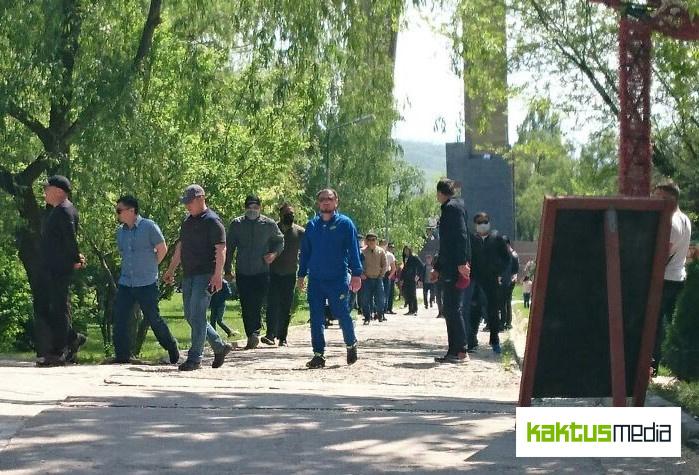 """""""Искали геев"""": в Бишкеке мужчины напали на членов нетрадиционного движения"""