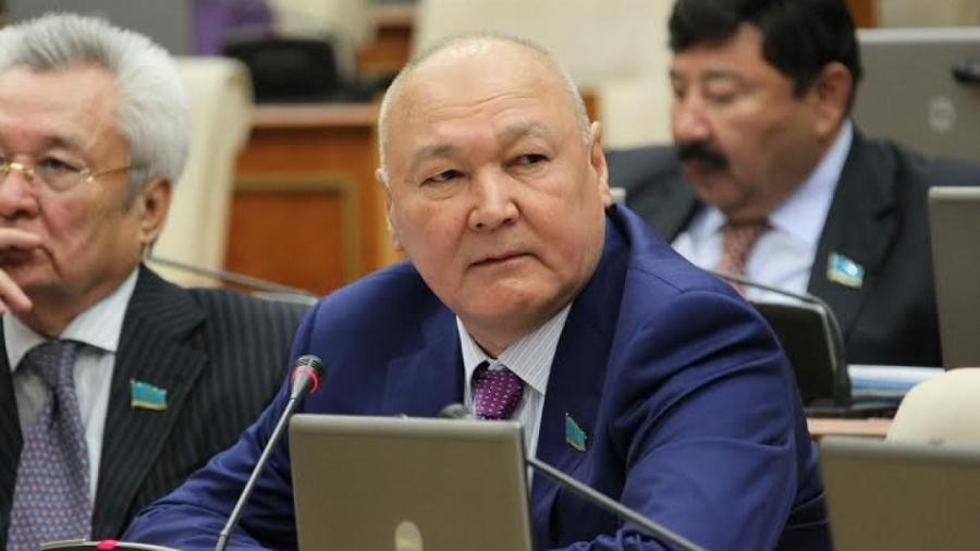 Кандидат в президенты Жуматай Алиев провалил экзамен на знание госязыка