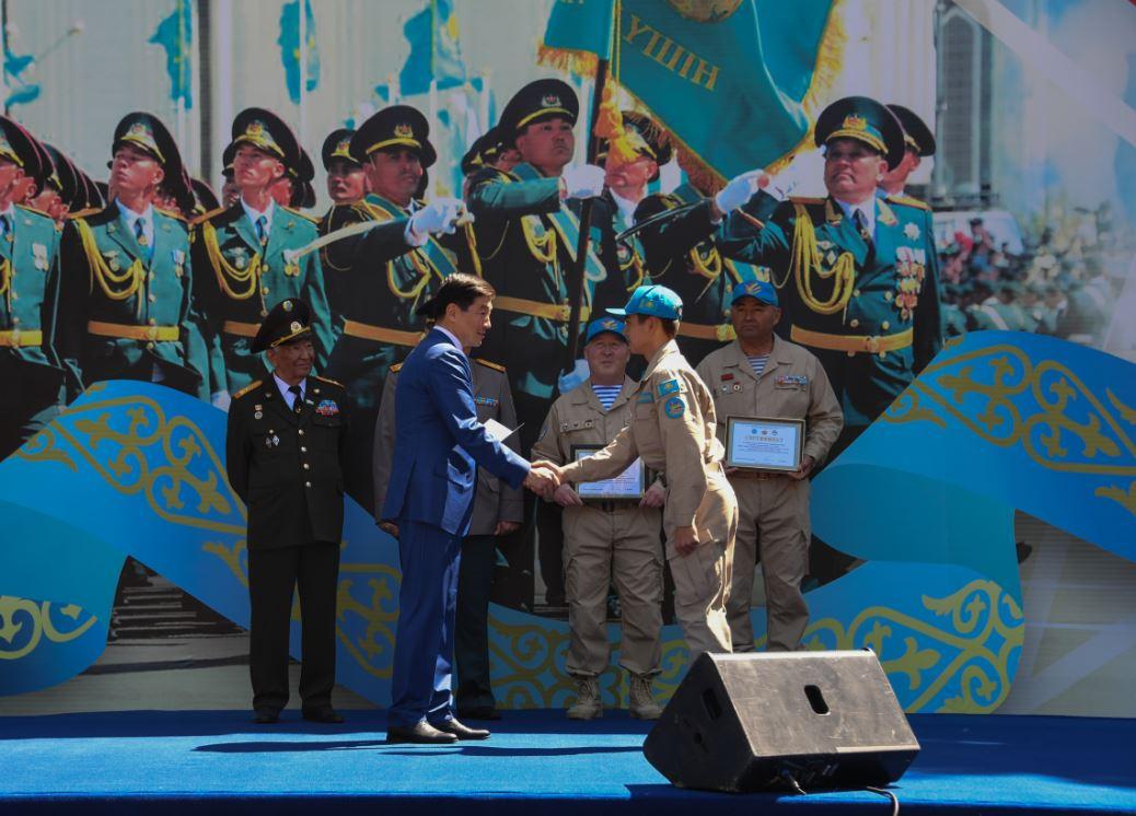 Как отметили День защитника Отечества в Алматы