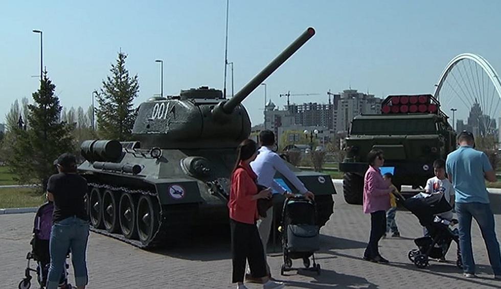 Выставка вооружений и патриотические фильмы: как отмечают праздник в столице