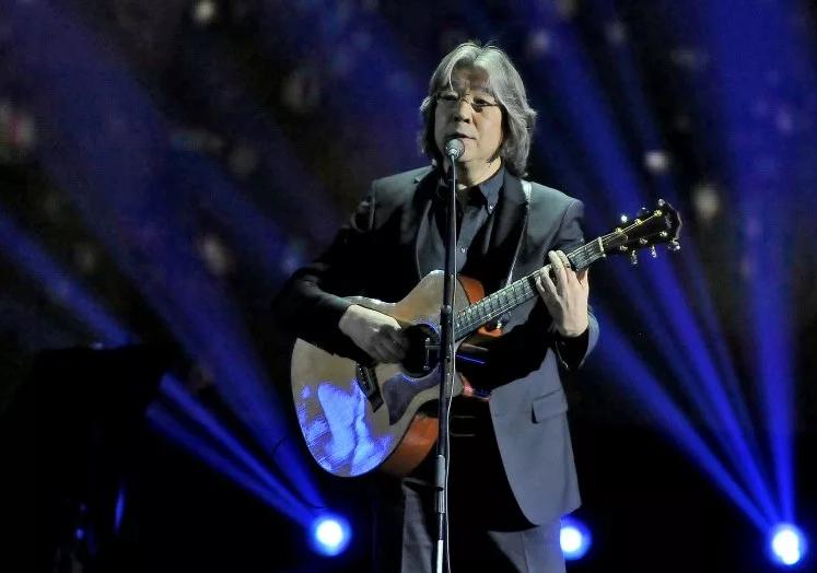 Еркеш Шакеев подарил квартиру многодетной семье на средства с юбилейного концерта