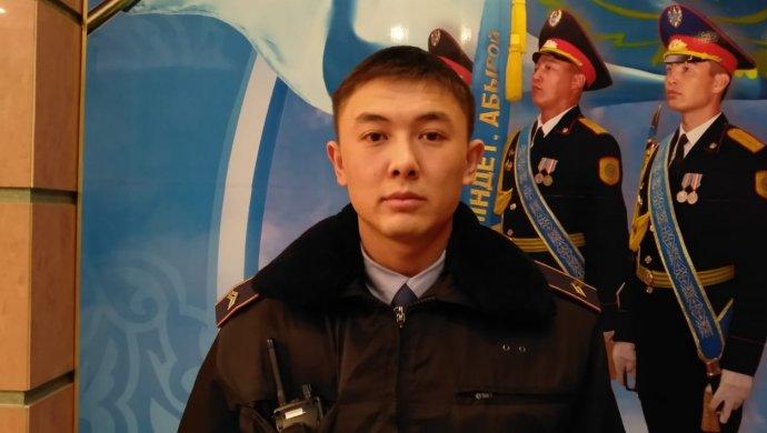 Полицейский Алматы награжден за спасение 6 человек при пожаре