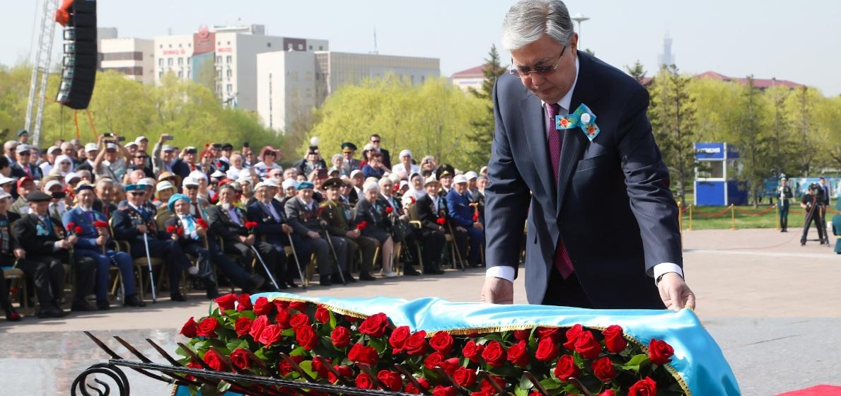Глава государства поздравил казахстанцев с Днем Победы